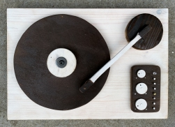 Record player sculpture by Altrosguardo